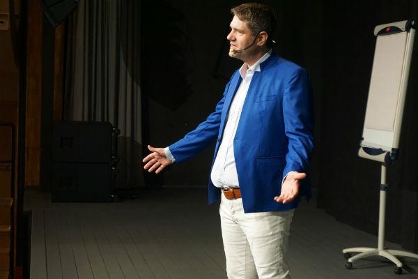 Mikael Reijer på scen